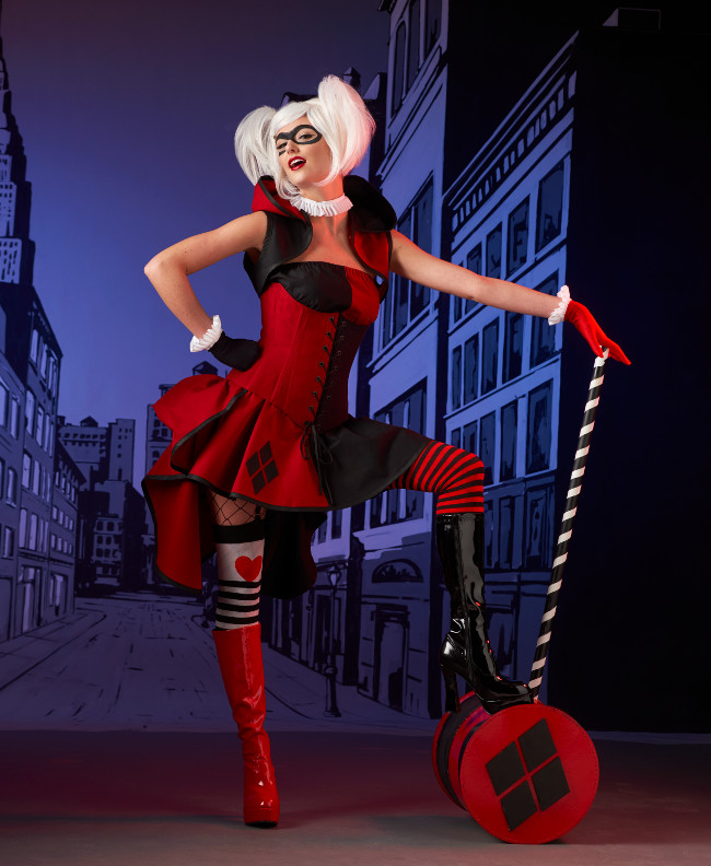 Harley Quinn Cosplay, Posing with Mallet